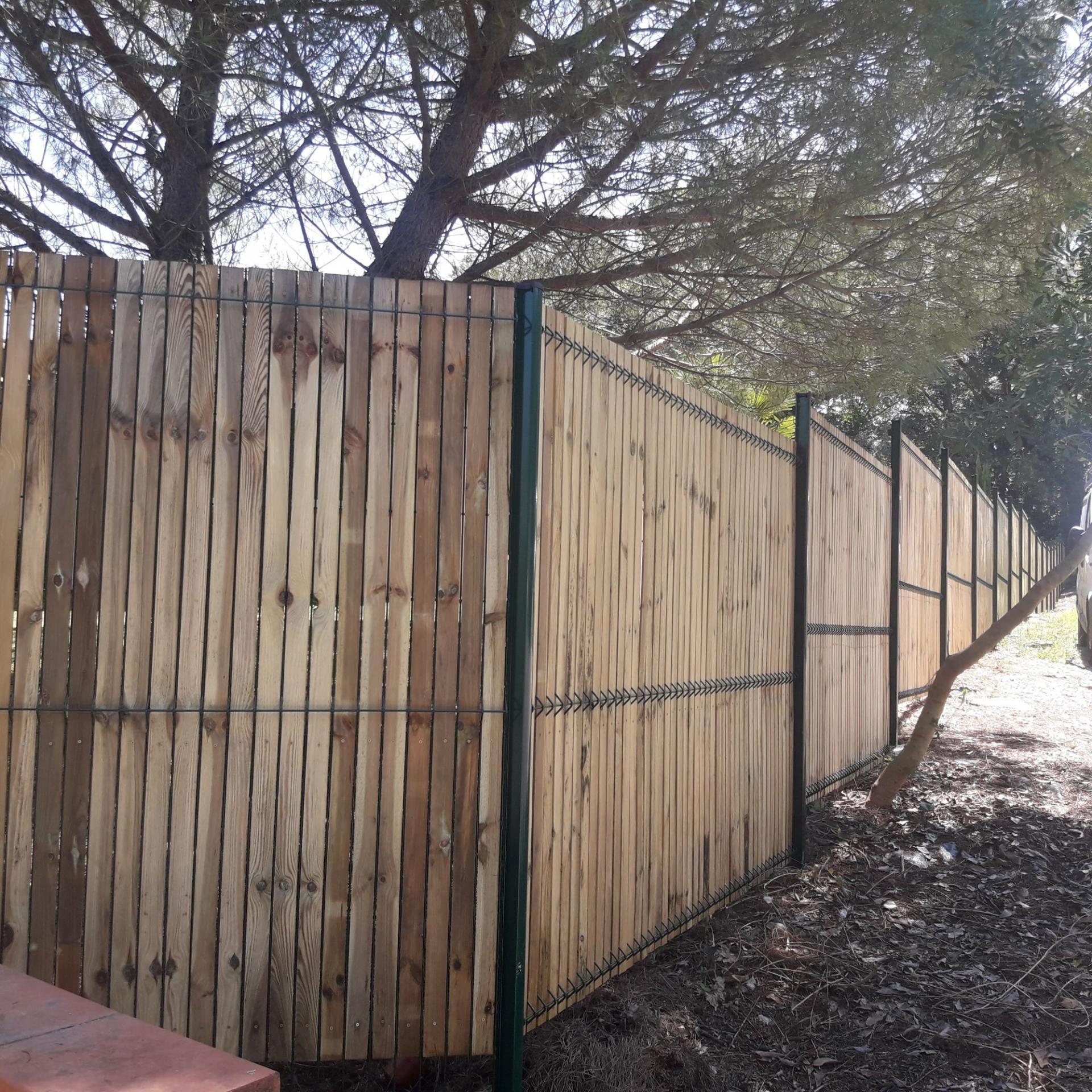 pause de clôtures en panneaux rigides